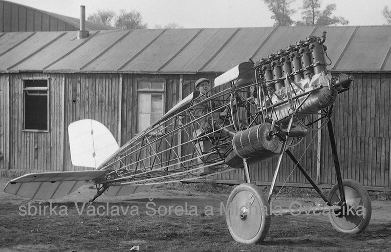 šéfpilot Letova Alois Ježek v prototypu stíhačky Š 3