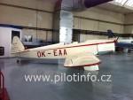 věrná replika historického letadla