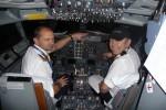 Cpt. Tomáš Čapek a Petr Hlad před odletem do Ženevy B737 OK XGC