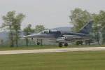 lehký bitevní letoun přistává na základně Čáslav