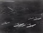 letící formace bombardérů Boeing B 17