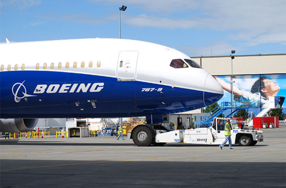 B787 9 Roll out