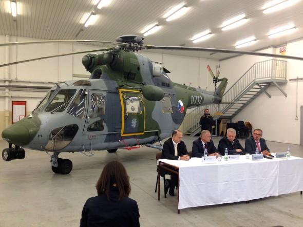 zleva generální sekretář Jan Vylita, ministr Vlastimil Picek, hejtman Milan Chovanec, starosta Dobřan Marek Sýkora