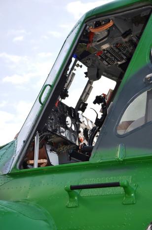 Mil Mi 4B pilotni prostor letecke muzeum Kbely