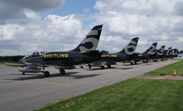 Breitling Jet Team na LKVO 003