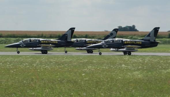 Breitling Jet Team na LKVO 005