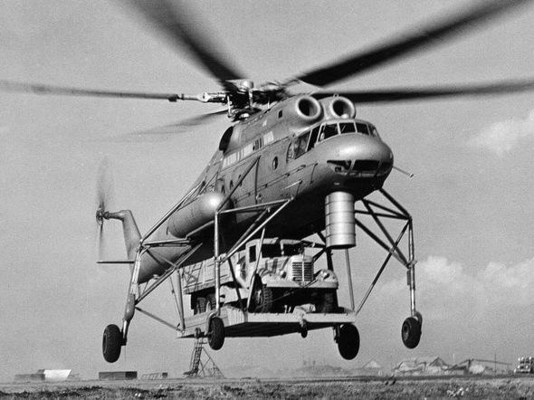 Prototyp V10 s nákladním vozem JAZ 210