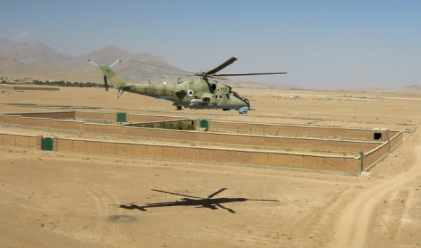 takticky-prelet-bitevniho-vrtulniku-nad-jiznim-kabulem