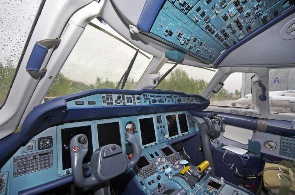 AN 178 cockpit