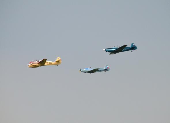 skupina Aero 145 a Zlín 326