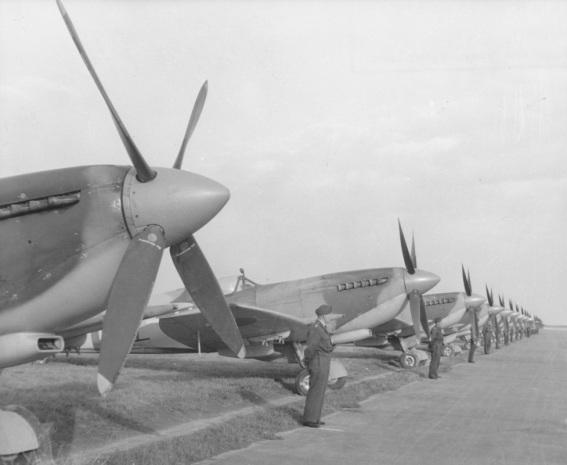 Návrat letc? RAF PRG 1945_0005 - Kopie