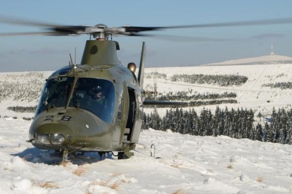 vrtulník Agusta A 109 v českých horách