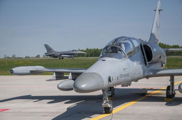 Aero L159 alca Lockheed martin F16
