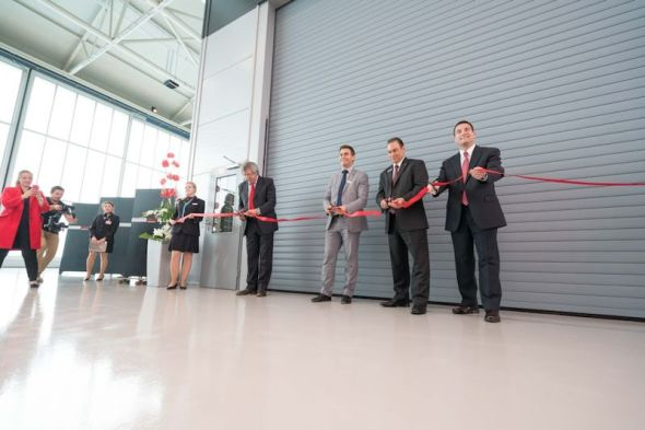 Bell_Helicopter_2016_-_ribbon_cutting