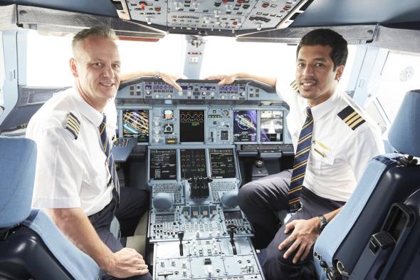 kapitán Thomas Ziarno druhý pilot Abdulrahman-Mohamed-Al-Busaeedi Emirates