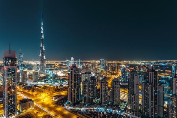 město Dubaj v noci
