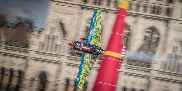 Petr Kopfstein na trati Red Bull Air Race Budapešť 2016