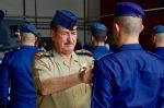 generál Hamid Atiah Kween Al-Malky předává pilotní křidélka