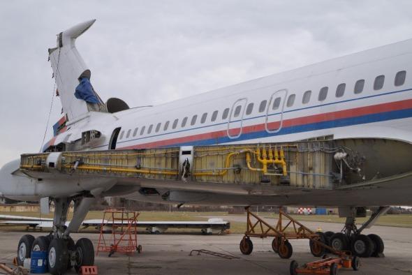 částečně ddemontovaný letoun Tupolev Tu 154