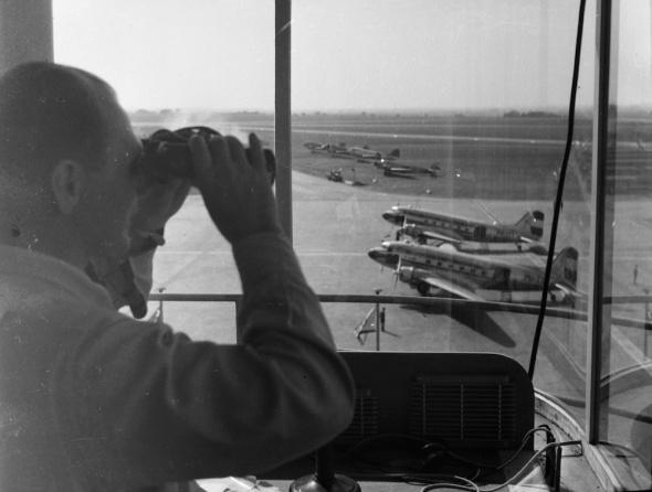 Letištní plocha letiště Praha Ruzyně v roce 1946