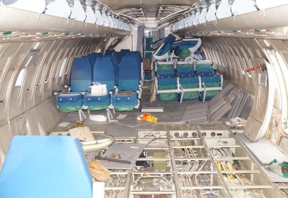 rozebraný interiér letounu Tupolev Tu 154