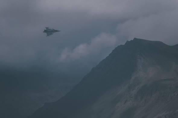 český JAS 39 Gripen v horách na Islandu