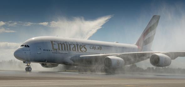 Airbus A380 Emirates na mokré dráze
