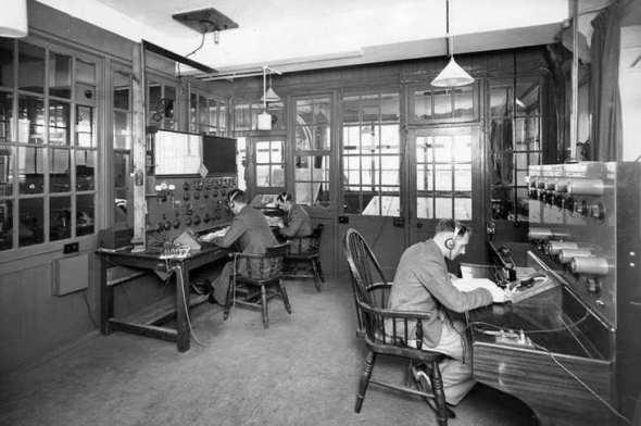 operátoři řízení letového provozu stanice Croydon