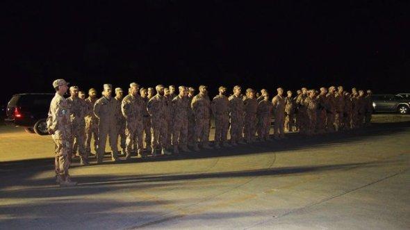 Nástup prvního leteckého poradního týmu Irák
