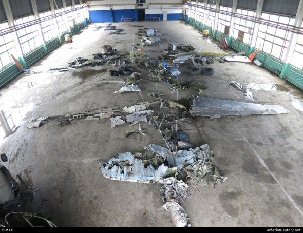 Trosky B737 FlyDubai v hangáru