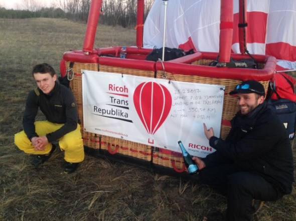 10 hodin v balónu Jan Suchý a Ondřej Kostrhun