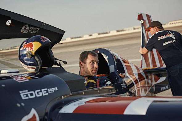 Martin Šonka v kokpitu Abu Dhabi 2017