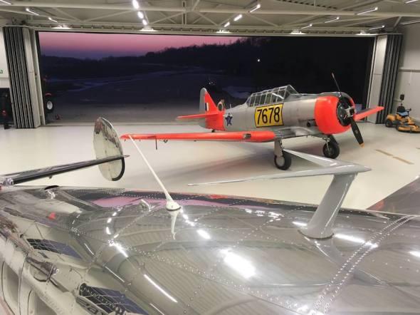 North American Texan v hangáru leteckého muzea Točná.jpg