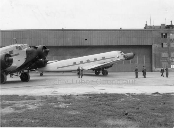 Junkers Ju 52 a Junkres Ju 252 letiště Praha Ruzyně 1946