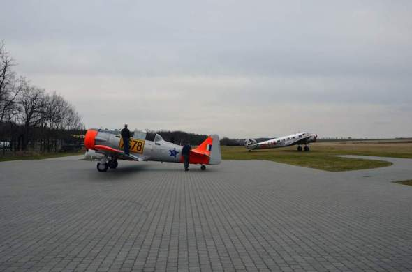 North American T 6 letiště Praha Točná