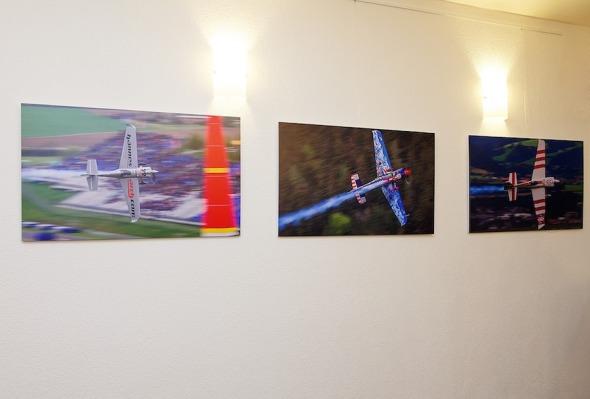 výstava fotografií z Red Bull Air Race v Humenném