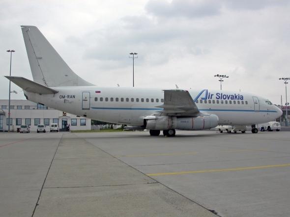 Boeing 737 200 Air Slovakia v Praze