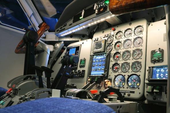 Simulátor Let L 410 kokpit