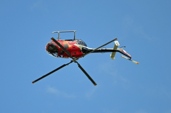 Helicopter Show 2017 MBB 105 red Bull akrobacie vrtulník