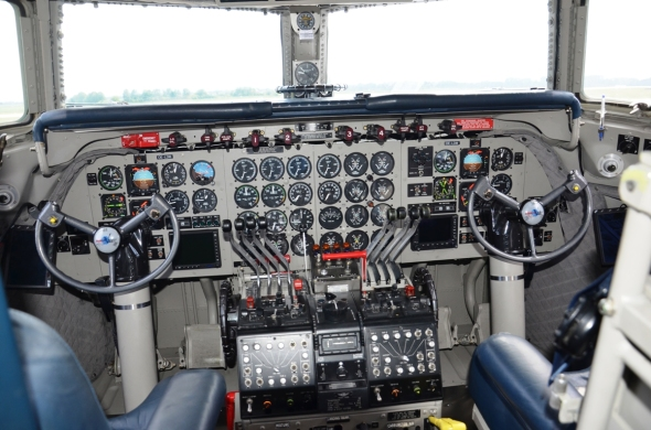 Douglas DC 6 kokpit