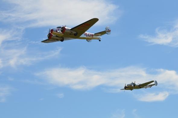 Lockheed Electra a Beech 18 v Chebu