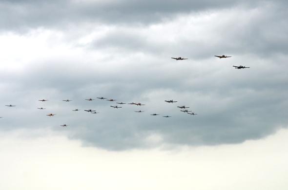 Skupinová formace na sletu Československých letadel