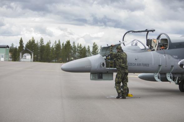 Technik při údržbě L 159 Švédsko