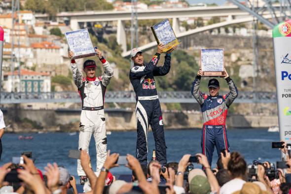 Stupně vítězů Porto Red Bull Air Race 2017 Pete McLeod, Martin Sonka, Matt Hall