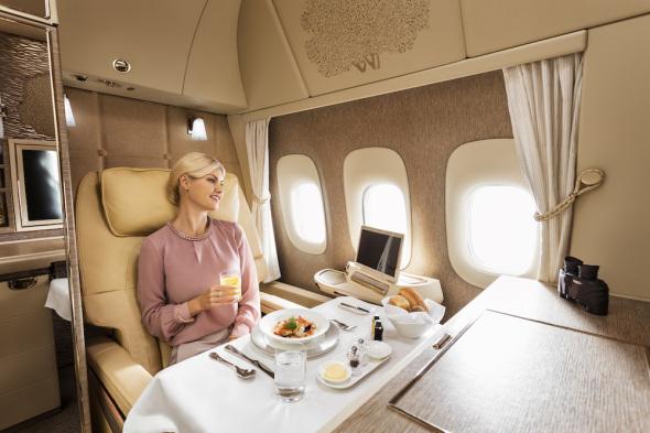 večeře první třída Emirates Boeing 777