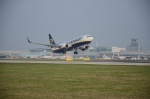 Boeing 737 Ryanair letiště Praha