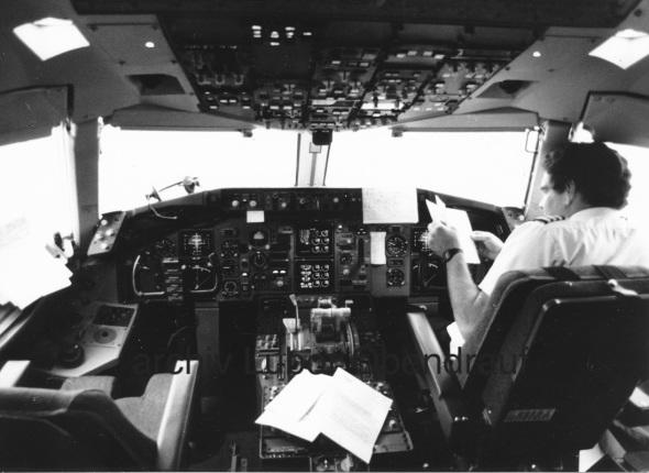 Boeing B757 kokpit osmdesátá léta