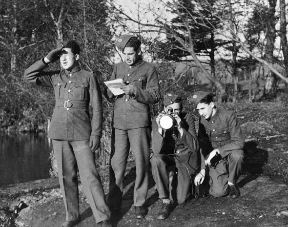Hugo Meisl (vlevo) při výcviku ve Velké Británii v roce 1944