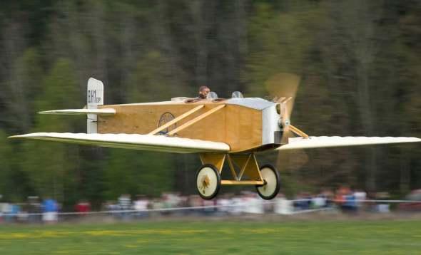 Avia B.H.1exp v průletu