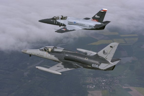 Aero l-159 a Aero l-39cw
